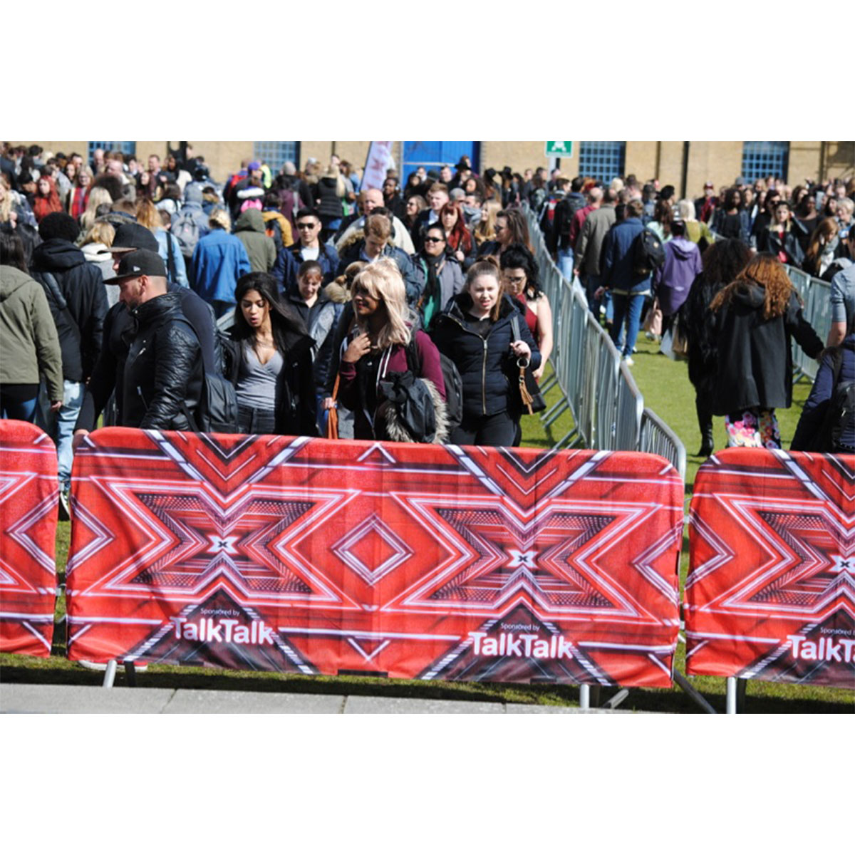 Crowd Barrier Covers | Outdoor Barrier Covers for Shops